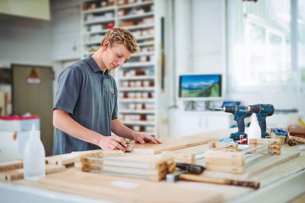 Quickstern Azubi Holzarbeit
